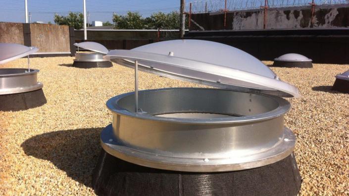 ecolux aeration lanterneau a ration de toiture commande. Black Bedroom Furniture Sets. Home Design Ideas